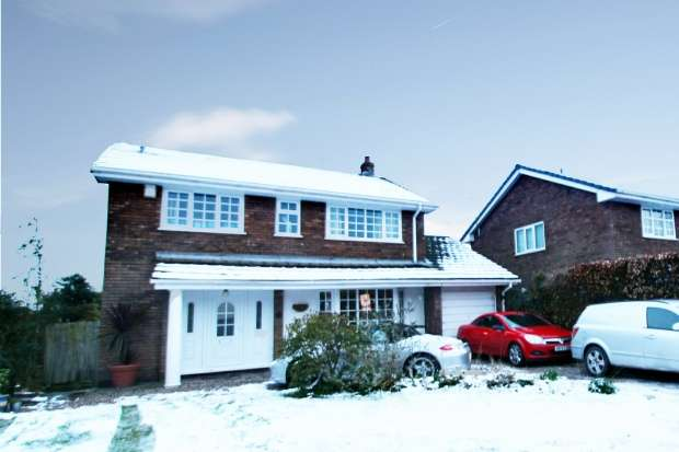 4 Bedrooms Detached House for sale in Yew Tree Close, Chester, Cheshire, CH2 4JY