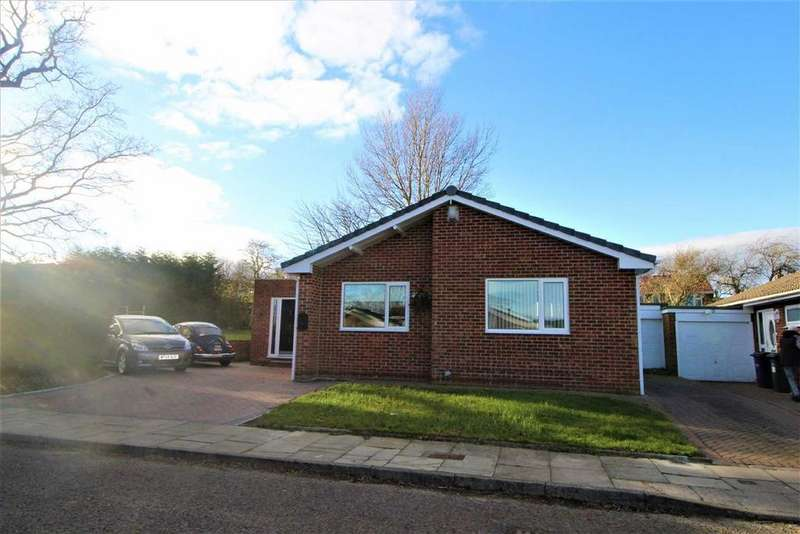 4 Bedrooms Detached Bungalow for sale in Hawthorn Close, Whickham, Newcastle Upon Tyne