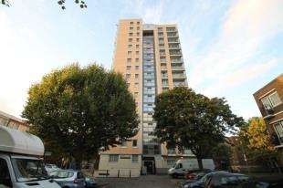2 Bedrooms Flat for sale in Weybridge Point, Sheepcote Lane, London