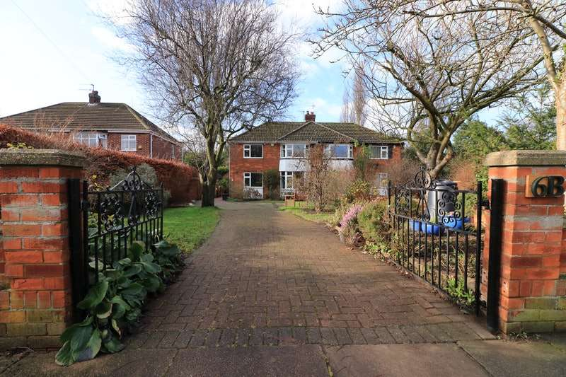 4 Bedrooms Semi Detached House for sale in Eastwood Avenue, Grimsby, Lincolnshire, DN34