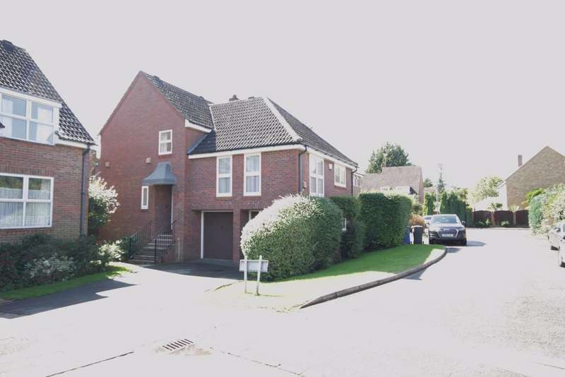 4 Bedrooms Detached House for sale in Horseguards Drive, Maidenhead
