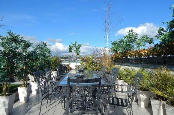 3 Bedrooms Flat for sale in Arctic House, 77 Beaufort Park, London