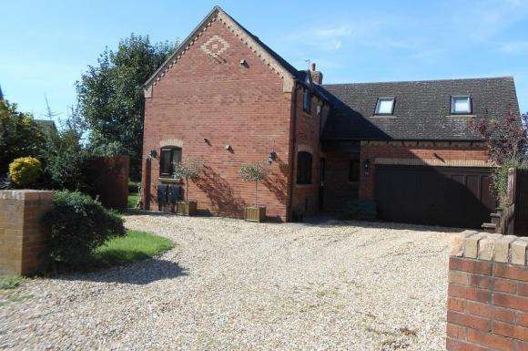 4 Bedrooms Detached House for sale in School Close, Pinvin, Pershore