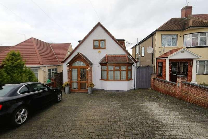 5 Bedrooms Detached House for sale in Stradbroke Grove, Ilford, London, IG5 0DJ