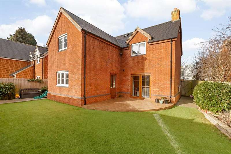 4 Bedrooms Detached House for sale in Berrymoor Road, Banbury, Oxfordshire