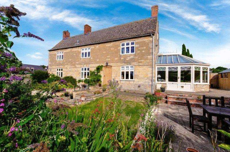 4 Bedrooms Detached House for sale in Bourne Road, Colsterworth