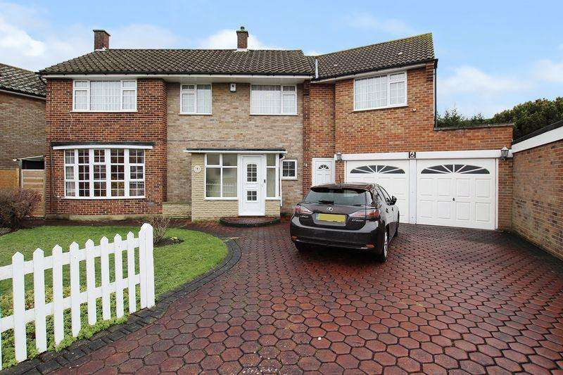 4 Bedrooms Detached House for sale in Mornington Court, Bexley