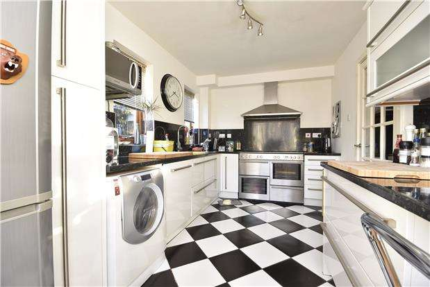 3 Bedrooms End Of Terrace House for sale in Hastings Rd, Bedminster, Bristol, BS3 5RE