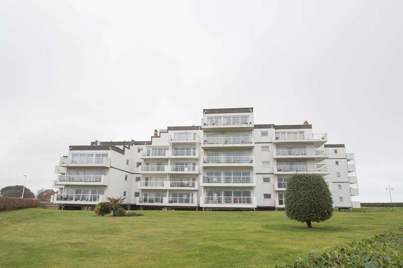 2 Bedrooms Flat for sale in Royal Parade, Eastbourne