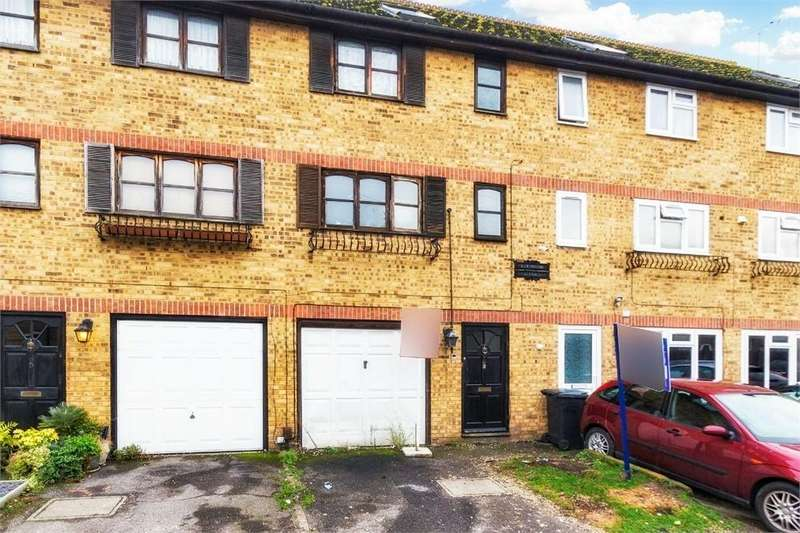 4 Bedrooms Town House for sale in The Crescent, Slough, Berkshire