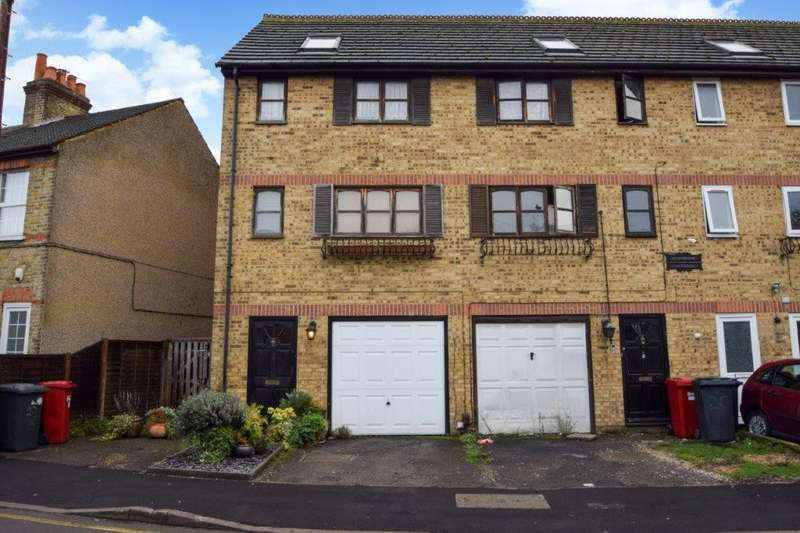 4 Bedrooms Terraced House for sale in The Crescent, Slough, SL1