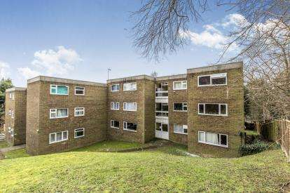 3 Bedrooms Flat for sale in Clive Court, Havelock Rise, Luton, Bedfordshire