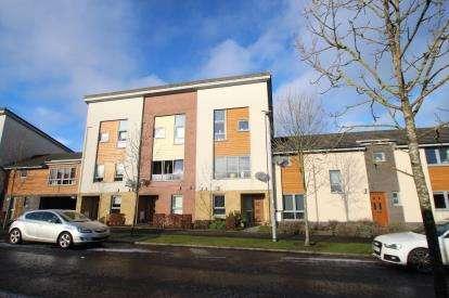 4 Bedrooms Terraced House for sale in Laymoor Avenue, Renfrew