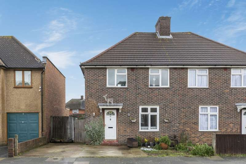 3 Bedrooms Semi Detached House for sale in Waterbeach Road, Dagenham, RM9
