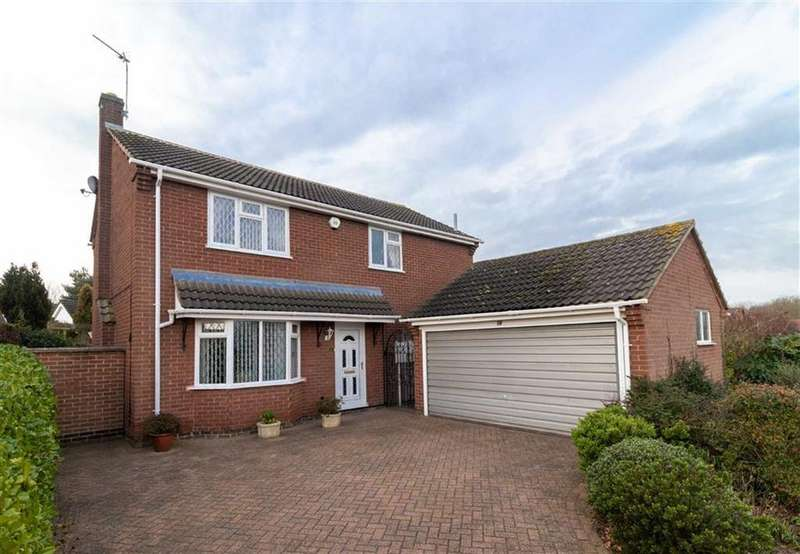 4 Bedrooms Detached House for sale in Grassholme Drive, Loughborough, LE11