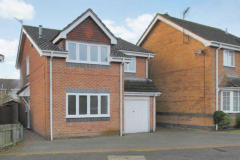 4 Bedrooms Detached House for sale in Wisley Road, Millway Gardens, Andover