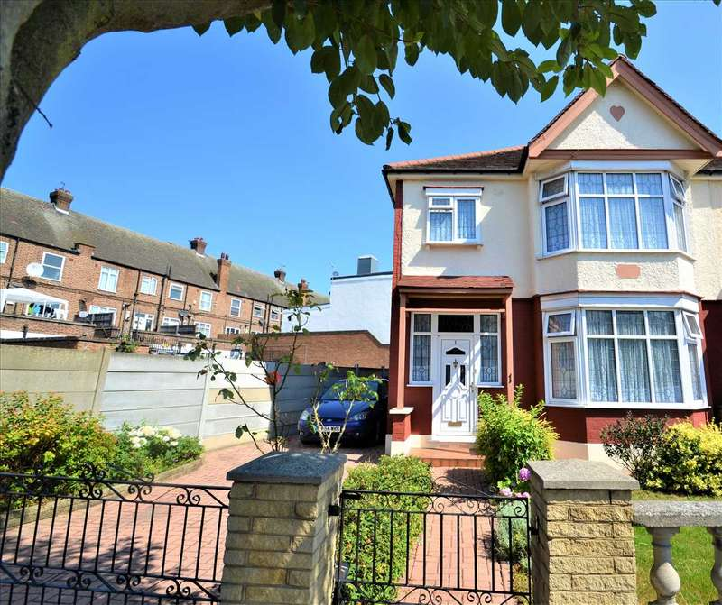 3 Bedrooms End Of Terrace House for sale in Westminster Gardens, Barkingside, Ilford