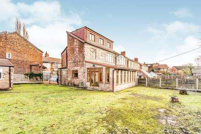 4 Bedrooms Semi Detached House for sale in Kingsmere Avenue, Manchester, Greater Manchester, Uk