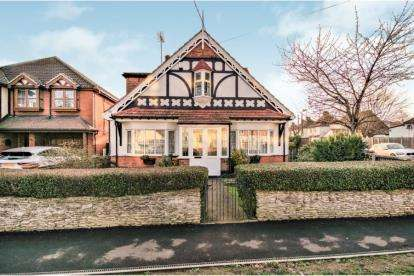 5 Bedrooms Detached House for sale in Benfleet, Essex