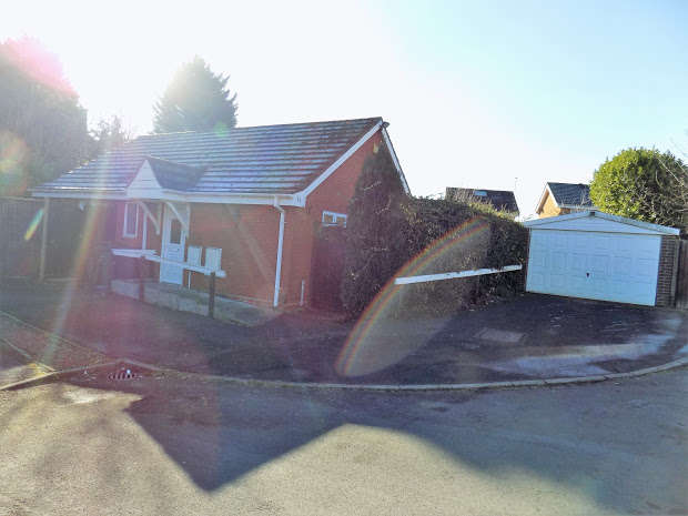 3 Bedrooms Detached Bungalow for sale in Nuthatch Drive, Brierley Hill, Brierley Hill, DY5