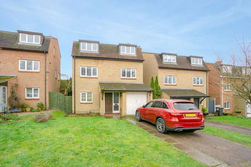 4 Bedrooms Detached House for sale in Echo Hill, Royston, SG8