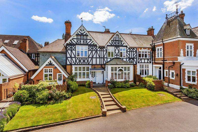 4 Bedrooms Country House Character Property for sale in HEADLEY