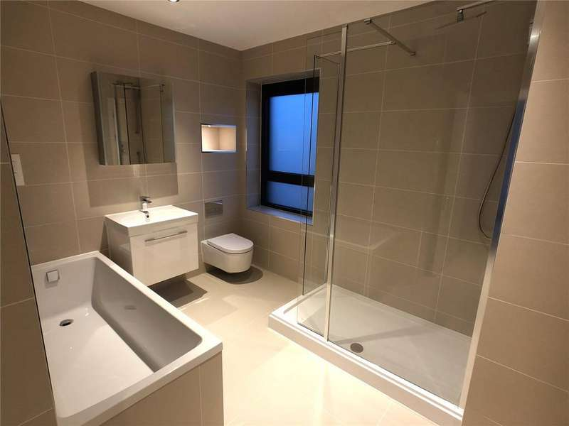 3 Bedrooms Flat for sale in Bayscape, Cardiff Marina, Watkiss Way, Cardiff, CF11