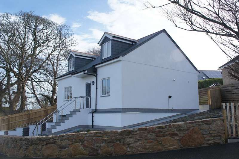 3 Bedrooms Detached House for sale in St Golder Road, Newlyn TR18