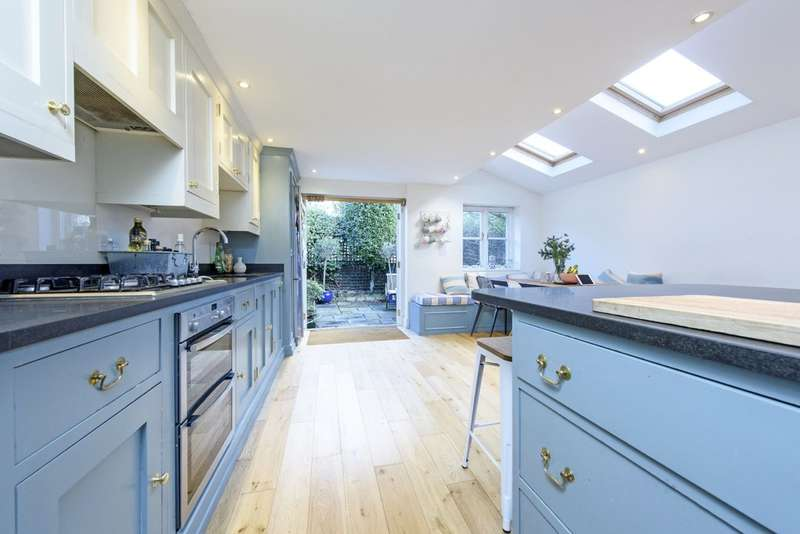 4 Bedrooms Terraced House for sale in Buckmaster Road, London, SW11