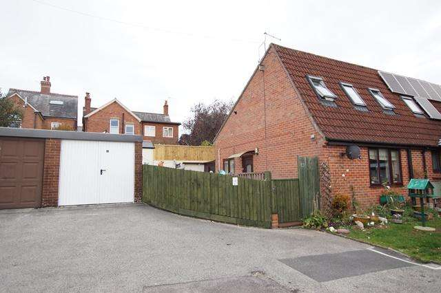 2 Bedrooms End Of Terrace House for sale in Queens Road, Blandford Forum