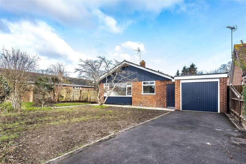 4 Bedrooms Detached Bungalow for sale in Lane End Close, Shinfield, Reading, Berkshire, RG2