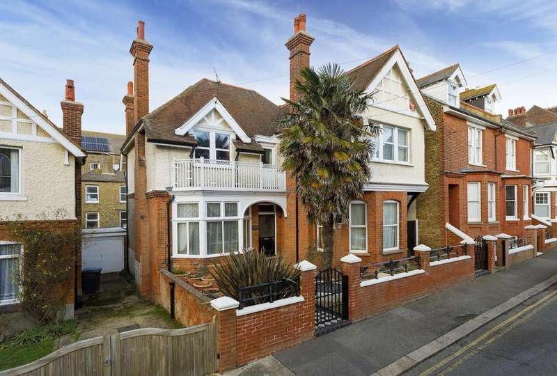 5 Bedrooms Detached House for sale in Stanley Road, Deal