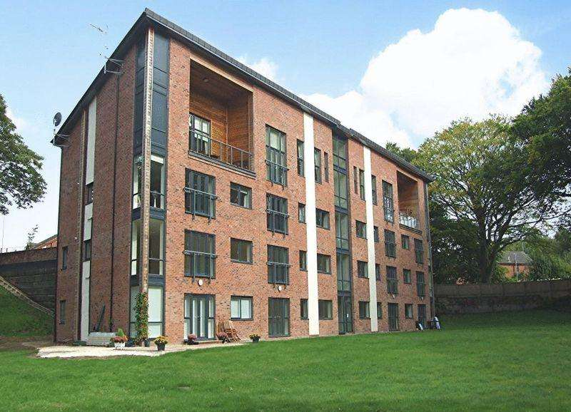 3 Bedrooms Apartment Flat for sale in Woodlands Park , Walnut Close, Godley, Hyde