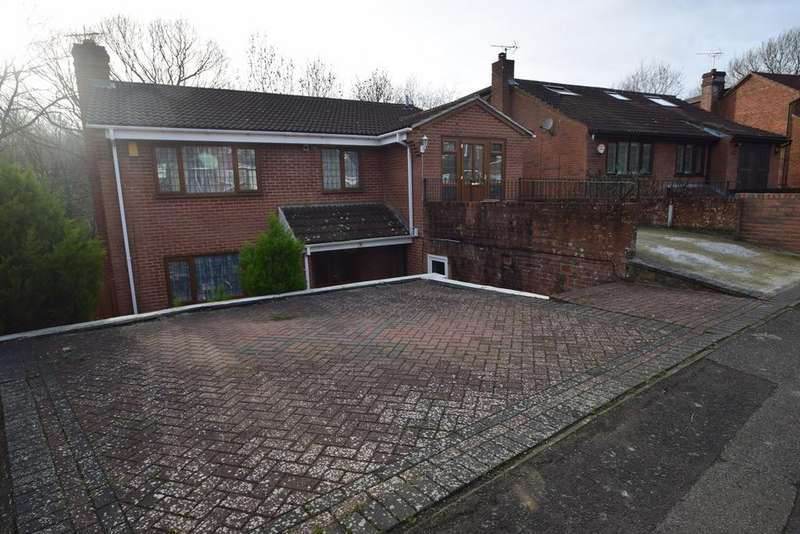 5 Bedrooms Detached House for sale in Oakleigh Close, Walderslade, Chatham, ME5