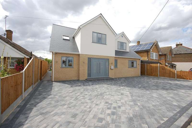 4 Bedrooms Detached House for sale in Wickford, Essex SS11