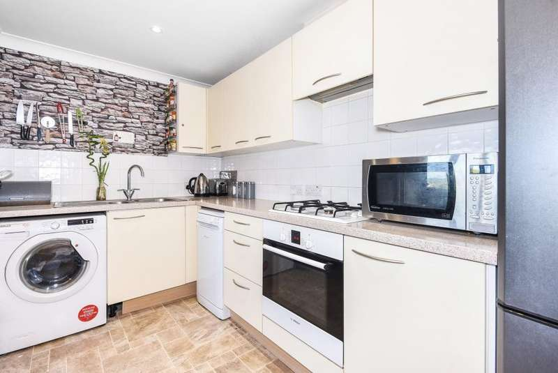 2 Bedrooms Flat for sale in Skelton Court, Reading, RG30
