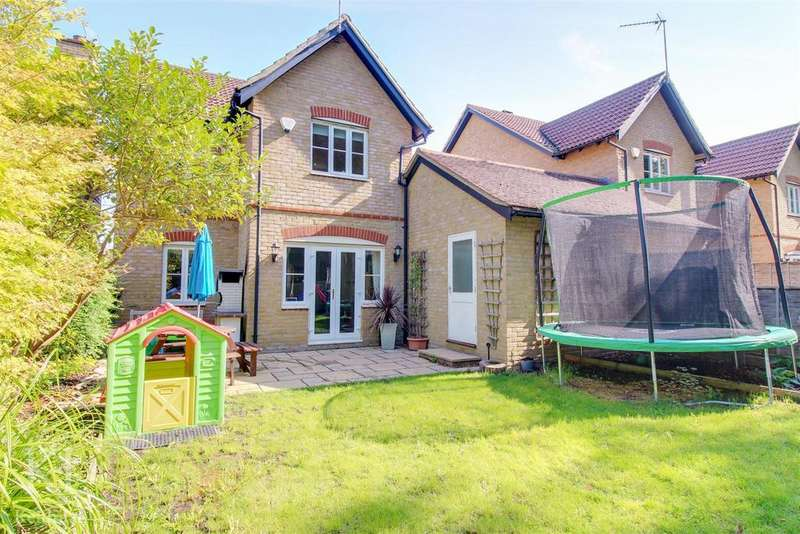 3 Bedrooms Detached House for sale in Eleanors Close, Thundridge - Modern Family Home!