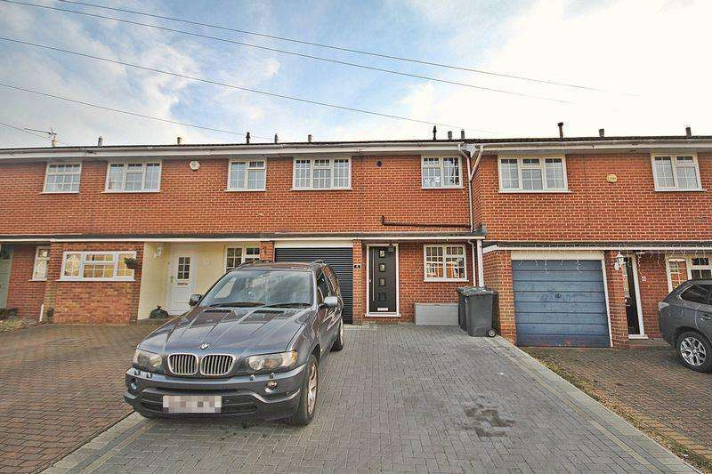 3 Bedrooms Terraced House for sale in Stylish kitchen and bathroom as well as three double bedrooms!