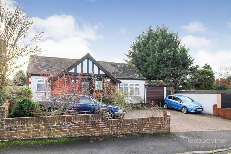 3 Bedrooms Detached Bungalow for sale in Byron Road, Twyford, Reading