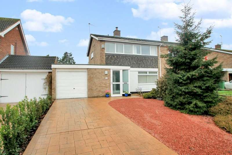 3 Bedrooms Semi Detached House for sale in Broughton Avenue, Aylesbury