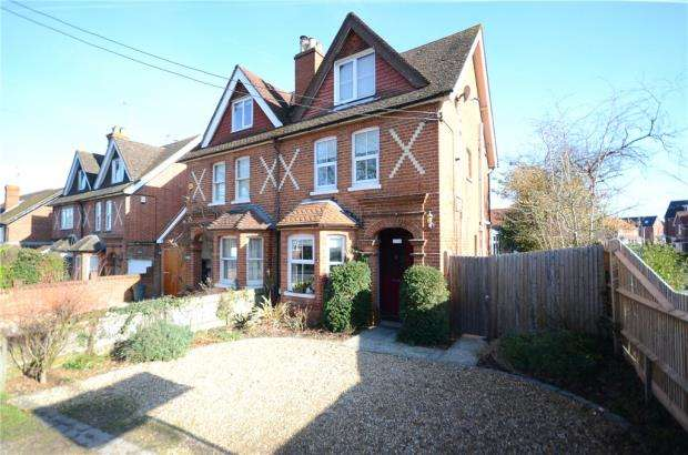 3 Bedrooms Semi Detached House for sale in Basingstoke Road, Spencers Wood, Reading