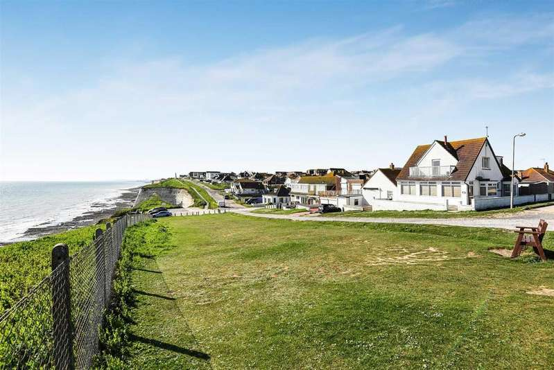 4 Bedrooms Detached House for sale in The Promenade, Peacehaven