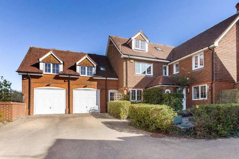 5 Bedrooms Detached House for sale in Barley View, North Waltham, RG25
