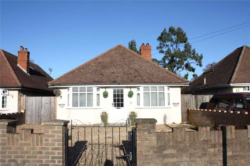3 Bedrooms Bungalow for sale in Woodlands Avenue, Woodley, Reading, Berkshire, RG5