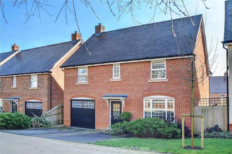 4 Bedrooms Detached House for sale in Reeves Drive, Petersfield, Hampshire
