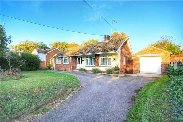 3 Bedrooms Detached Bungalow for sale in North Road, Great Yeldham