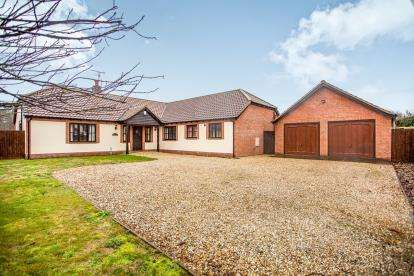 4 Bedrooms Bungalow for sale in Common Road West, Snettisham, Norfolk