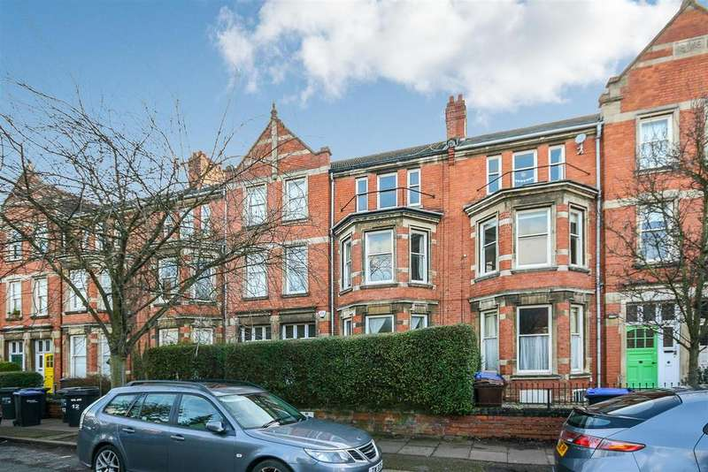 3 Bedrooms House for sale in The Crescent, Northampton