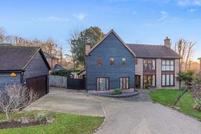 5 Bedrooms Detached House for sale in Convent Gardens, Findon