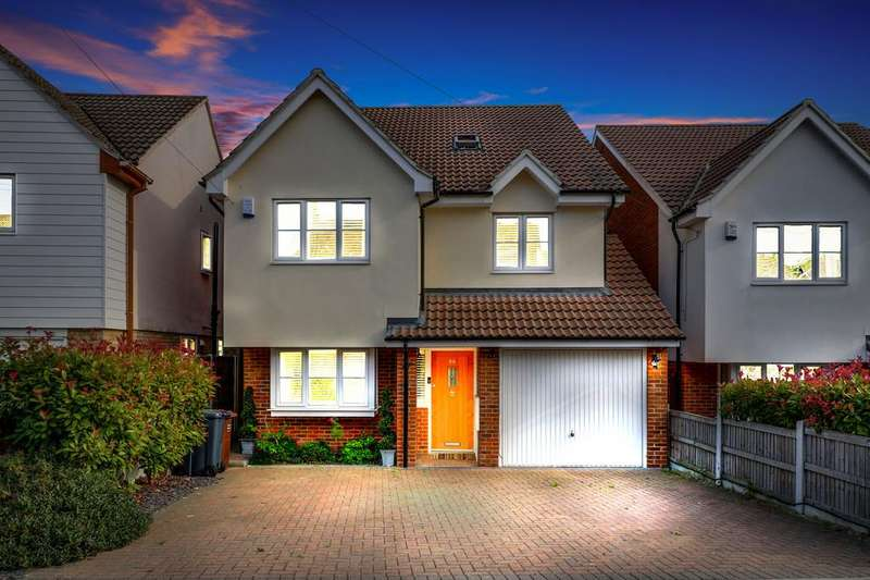 5 Bedrooms Detached House for sale in St Marys Drive, South Benfleet
